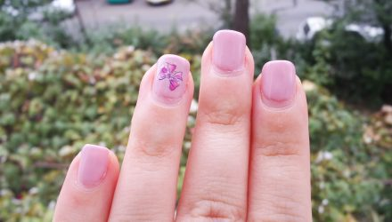Merita sa-mi fac unghiile cu oja semipermanenta?